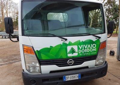 Stampa e applicazione adesivi per personalizzazione camion VIVAIO DORDONI