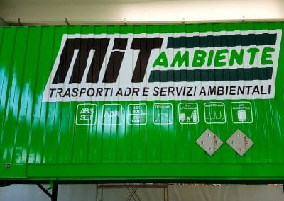 Stampa e applicazione adesivi per personalizzazione container trasporto MIT AMBIENTE