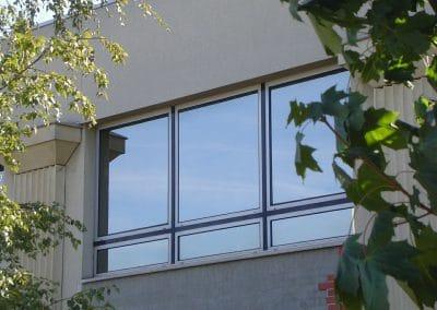 Applicazione pellicole anticalore su finestre uffici